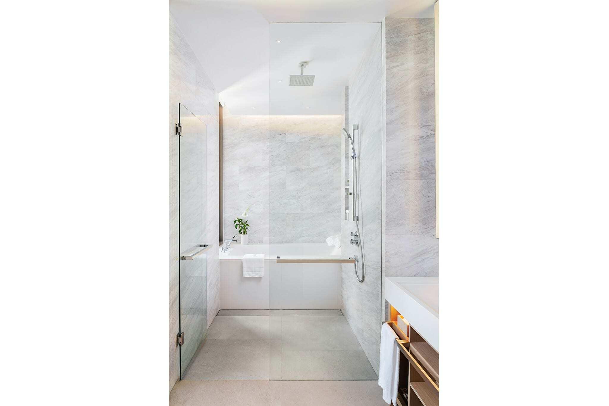 Room-520-Bathroom